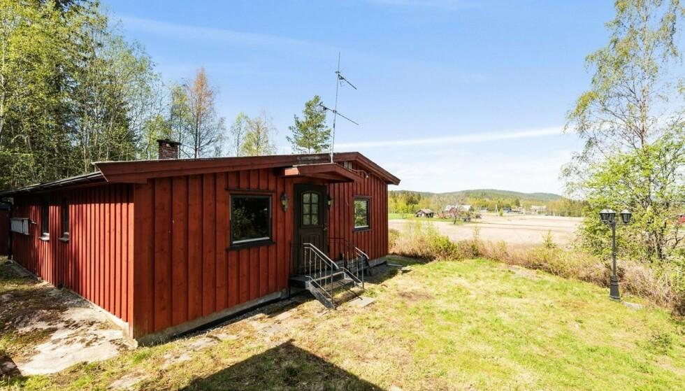 500.000 KRONER: For en halv million kroner kan du få deg en hytte med innlagt vann og strøm i innlandet, som denne i Nord-Odal. Men som regel kommer ikke hytter i denne prisklassen uten kompromisser. Foto: Dagmar Lovise Ånerud / Inviso