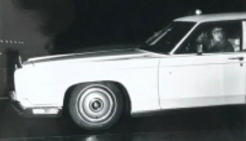 <strong>1973 LINCOLN CONTINENTAL:</strong> Elvis i sin limousin. Bildet er fra pressemeldingen.