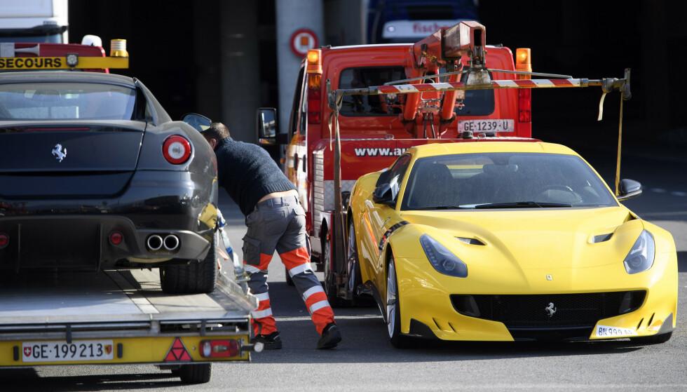 <strong>TAUET BORT:</strong> I november 2016 ble blant annet disse to Ferrariene og ni andre luksus- og sportsbiler fraktet fra flyplassen i Genève, etter korrupsjons-tiltale og beslagleggelse av Teodo Nguema Obiang Mangues eiendeler. Foto: AP