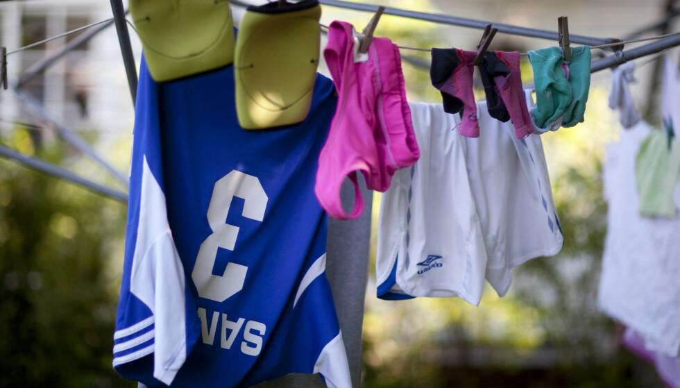 ULEMPE? Kan det å henge ut klær til tørk på en helligdag regnes som brudd på helligdagsfreden? Foto: NTB Scanpix