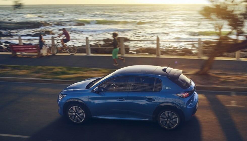 TØFFERE: Utseendet taler for seg selv. Nye Peugeot 208 blir betydelig tøffere, ikke minst bakfra. I Norge vil den elektriske utgaven stå for minst 90 prosent av salget. Foto: Hamdi Ben Lagha