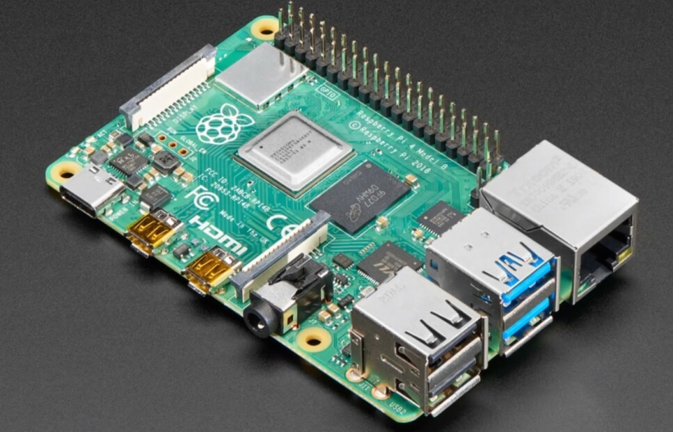 MIKRO: Den har et fotavtrykk som er på størrelse med et kredittkort, men har det meste du forventer av en fullblods datamaskin. Nyeste utgaven av Raspberry Pi kan være alt du trenger, ifølge produsenten. Foto: Raspberry Pi Foundation