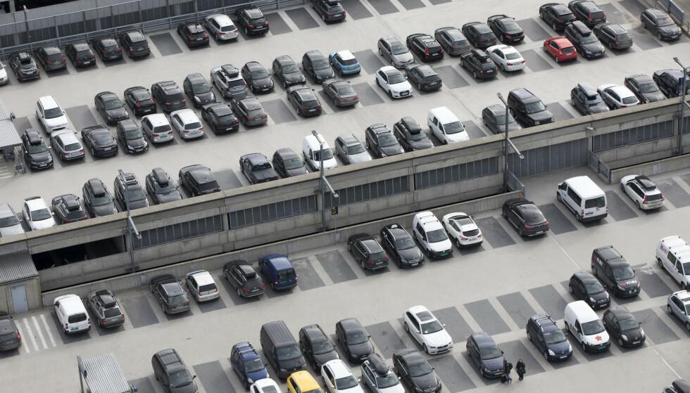 PARKERING VED OSLO LUFTHAVN: Det er sjelden rimeligst å parkere nærmest flyplassen. Vår prissjekk viser at det er Dalen Parkering som tilbyr de rimeligste prisene for parkering ved Gardermoen. Foto: Gorm Kallestad/NTB scanpix