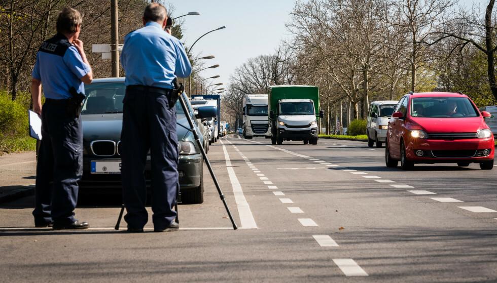 FARTSBOT I UTLANDET: Det er mange som er lystne på bilferie i Europa. Men vet du hvor mye du må betale for ei fartsbot i Tyskland? Foto: Shutterstock
