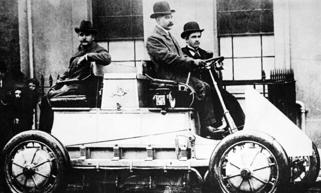 ALT FUNNET OPP FØR: Allerede rundt år 1900 var 30 prosent av bilene i USA elektriske. Samme år viste Ferdinand Porsche denne hybridbilen i Paris. Foto: Produsenten