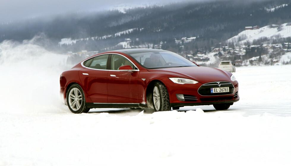 FORANDRET VERDEN: Elon Musk og hans Tesla Model S har gjort mye for utviklingen av moderne elbiler. Foto: Jamieson Pothecary