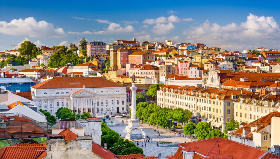 BILLIG Å BO: Lei av kulde og kjempehøye boligpriser? Da er kanskje Portugal stedet for deg, som med sine 1088 euro per kvadratmeter har lavest kvadratmeterpris av 16 europeiske land Deloitte har sammenlignet. Bildet er fra hovedstaden Lisboa. Foto: Shutterstock/NTB Scanpix.
