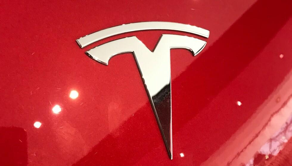 RØDE TALL: Til tross for rekordhøyt salg og omsetning har Tesla tapt over én milliard dollar i 2019. Foto: Øystein Bergrud Fossum