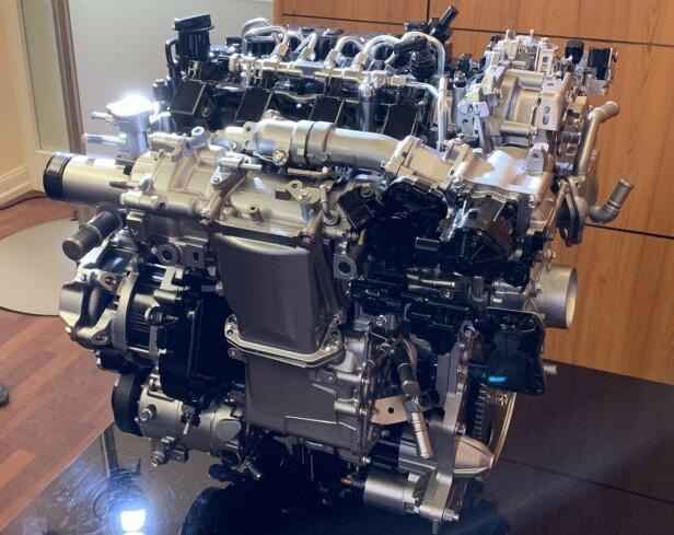 MESTERSTYKKE: Skyactiv X-teknologien til Mazda er bare såvidt introdusert i Mazda 3, men kommer også i CX-30 til høsten. Det blir en vinner-kombo. Foto: Knut Moberg
