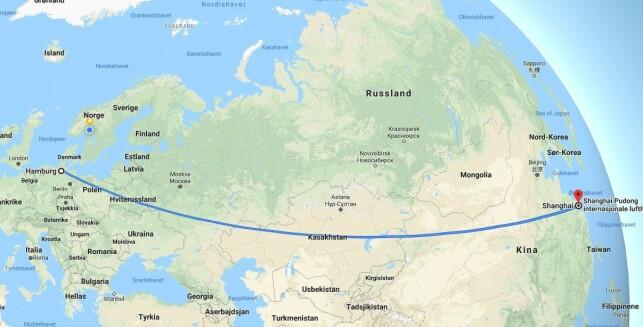 LANG TUR: Slik illustrerer Google Maps flyturen mellom Shanghai i Kina til Hamburg i Tyskland. Snart skal det gå an å kjøre bil på firefelts mellom Shanghai og Europa, via Russland. Skjermdump: Google Maps