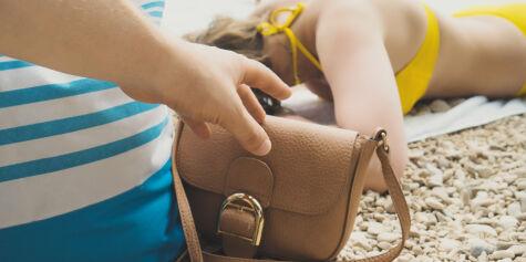 image: Rundlurte strandgjester med håndkle-triks