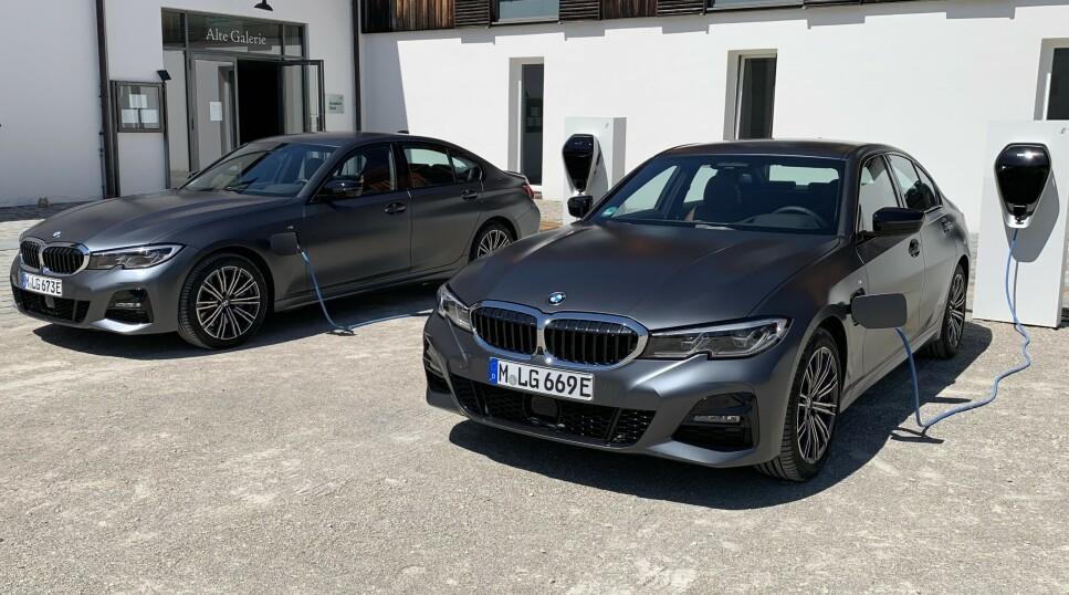 STRØMMER PÅ: BMWs nyeste ladbare hybrid, oppgraderte BMW 330e, kommer snart til Norge med både mer toppeffekt og lengre rekkevidde. Vi kan skrive under på at fremskrittet er merkbart. Foto: Knut Moberg
