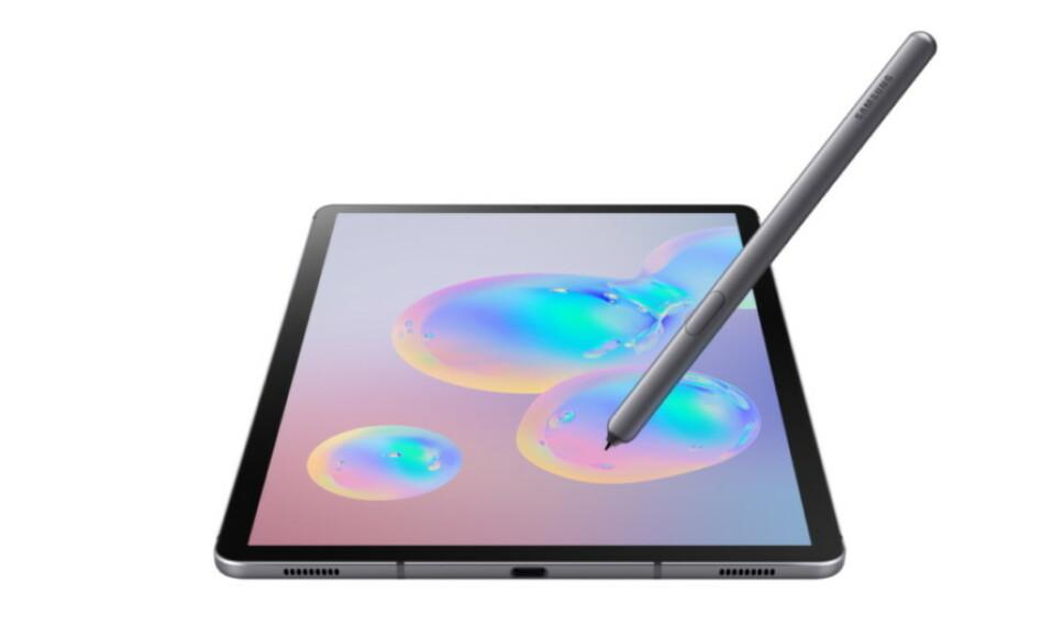 SLANKERE: Skjermen til Galaxy Tab S6 er like som på Tab S4, men Samsung har slanket rammen rundt så fotavtrykket er blitt mindre. Foto: Samsung