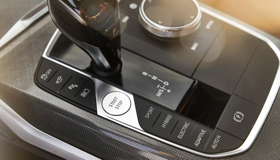 PROGRAMVELGER: Her kan du velge om bilen skal være maksimalt effektiv, maksimalt økonomisk eller så sportslig som mulig. Foto: Daniel Kirchbauer
