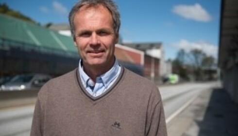 <strong>ØNSKER ENDRING:</strong> Bjarne Rysstad i Gjensidige Forsikring ønsker et høyere gebyr ved ulovlig mobilbruk i bilen. Foto: Gjensidige Forsikring.