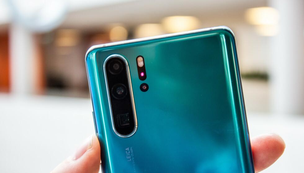 MÅLER AVSTANDEN: Huawei P30 Pro er en av få telefoner som har et såkalt «Time of Flight»-kamera. Foto: Pål Joakim Pollen
