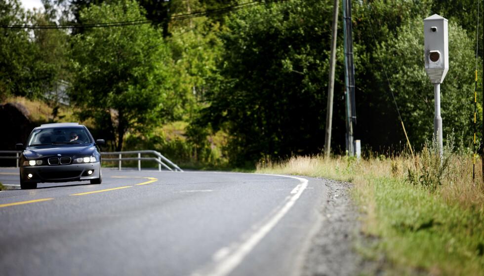 FOR FORT: Norske bilister ligger over fartsgrensen jevnlig, skal vi tro resultatene fra undersøkelsen Kantar TNS foretok for Trygg Trafikk og som ble publisert i fellesferien. Trafikkorganisasjonen uttrykker bekymring over funnene. Foto: NTB scanpix