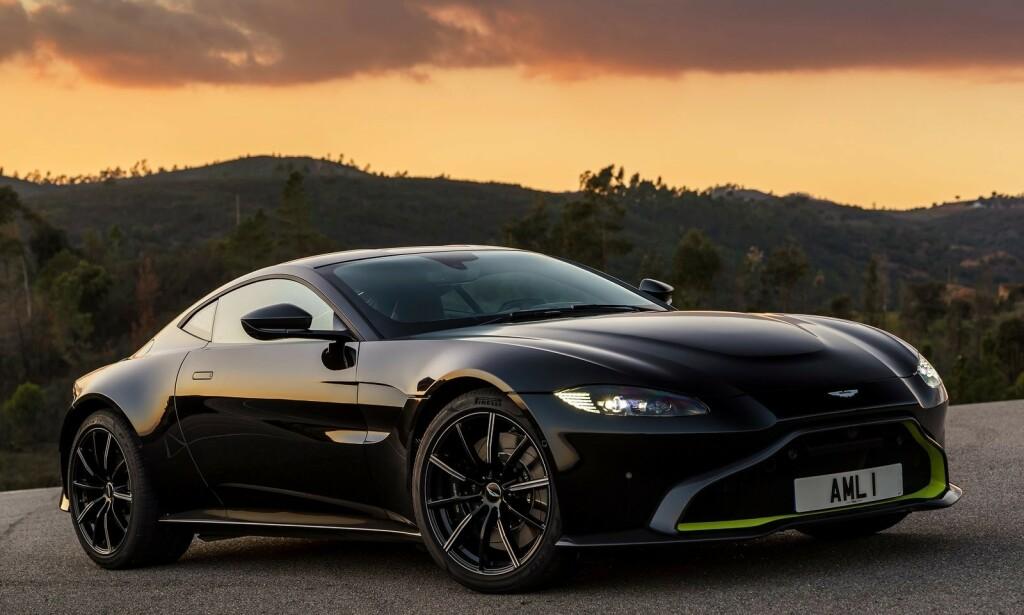 ENGELSK SMELL: Aston Martin har ikke lykkes i superbil-segmentet i år. Her en Vantage Onyx Black. Foto: Aston Martin