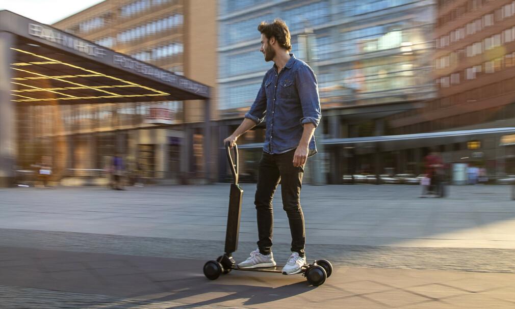 AUDI E-TRON SCOOTER: Elektrisk sparkesykkel eller rullebrett? Ja takk, begge deler, sier Audi. Foto: Audi