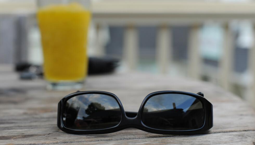 SAVNET: En Dinside-leser glemte igjen solbrillene sine på hotell i Hellas, og nå må han punge ut for å få dem sendt hjem til Norge. Illustrasjonsfoto: Shutterstock/NTB Scanpix.
