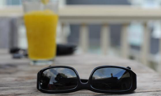 Glemte solbriller på syden-tur: Må betale over 1300 kroner for å få dem tilbake