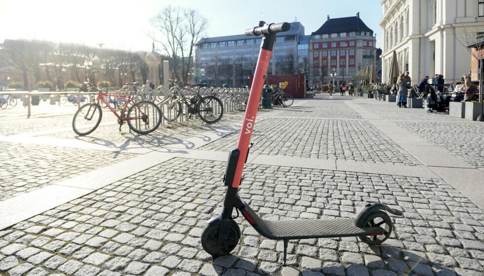 POPULÆRE: El-sparkesyklene fra Voi blir brukt av hundrevis i somersola i Oslo. Foto: Fredrik Hagen / NTB scanpix