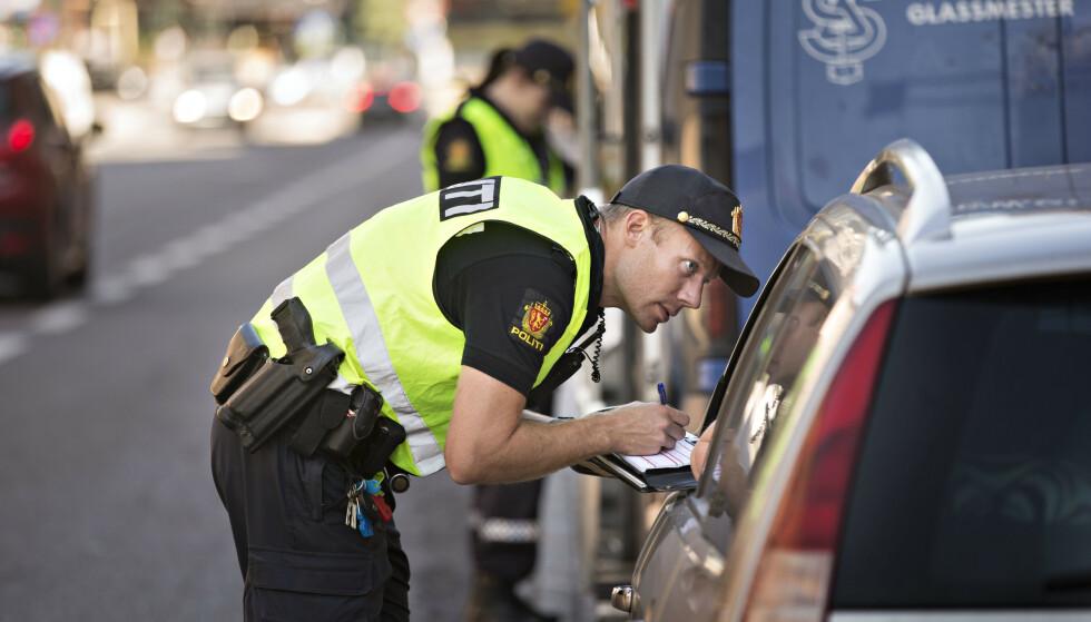 STRAFFES HARDT: Mobilbruk i bil straffes både med forelegg og prikker i førerkortet – enten du snakker eller taster. Foto: Jan T. Espedal / Aftenposten / NTB Scanpix