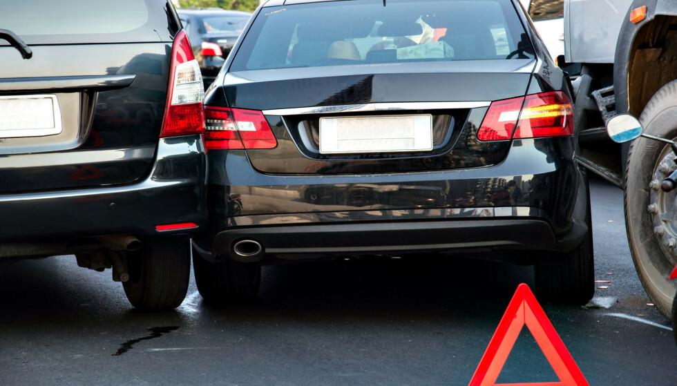 STIKKER AV: Åtte av ti bilister som bulker en annen bil stikker av, viser en undersøkelse fra If. I fjor ble 73.000 parkerte biler påkjørt - dobbelt så mange som i 2002. Foto: Colourbox