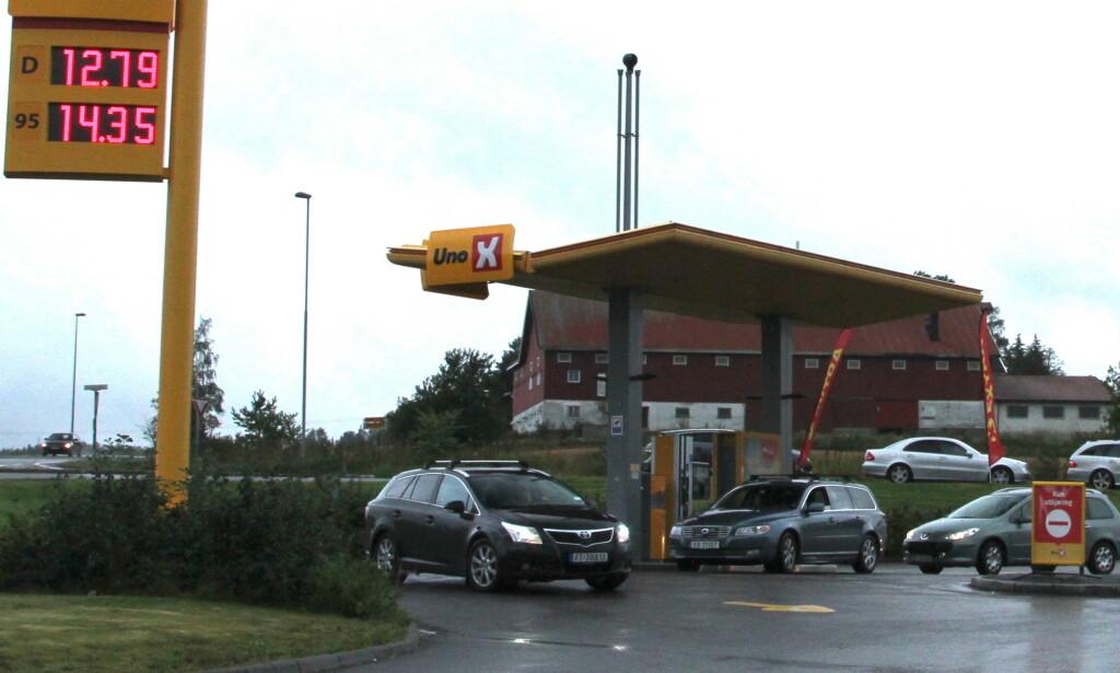 LOKALE PRISKIRGER: I tillegg til nedgang i listeprisen, har lokale priskriger medført de laveste bensin- og dieselprisene på lenge. Foto: Rune Korsvoll