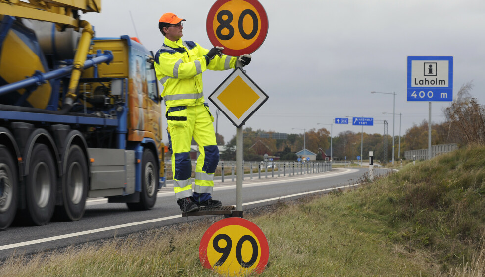 7 AV 10 FOR FORT: I Sverige kjører 70 prosent av tungtrafikken for fort. De neste årene skal 4250 kilometer av det svenske veinettet få fartsgrense 80 km/t i stedet for 90. Foto: Trafikverket