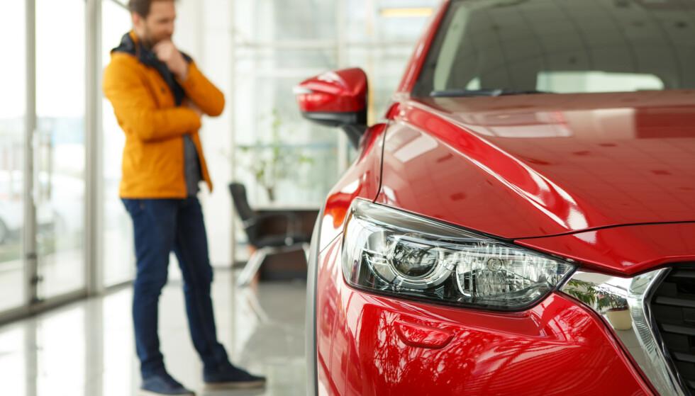 HVA NÅ?: Redaktøren lurer på hva han skal kjøpe av bil. Illustrasjonsfoto: NTB/SCANPIX