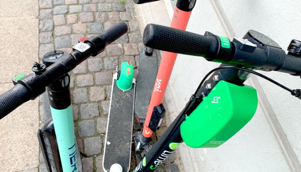 MÅ FJERNES I TRONDHEIM: Trondheim kommune krever at elsparkesykler som er satt ut i byen, fjernes. De har bestemt at utleieselskap må ha en avtale med kommunen. Foto: Berit B. Njarga