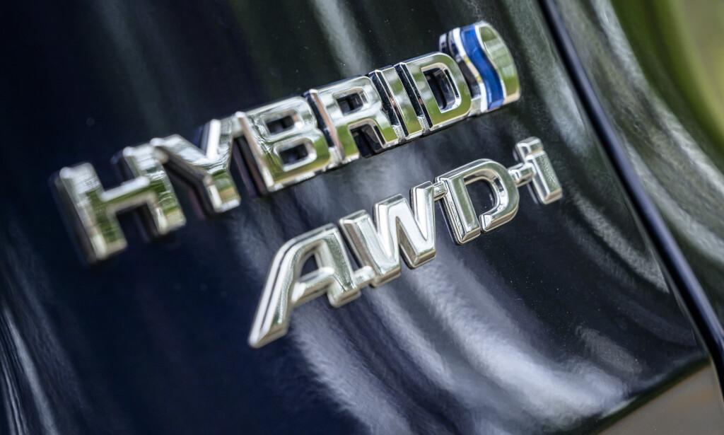 FORHJULSTREKK MED HJELP: Toyota kaller sin AWD-løsning intelligent. I prinsippet er RAV4 en forhjulstrekker, men den får hjelp av en elektrisk motor på bakhjulene når det trengs. Nå er motoren sterkere og er oftere med for å sikre stabilitet og fremdrift. Foto: Jamieson Pothecary