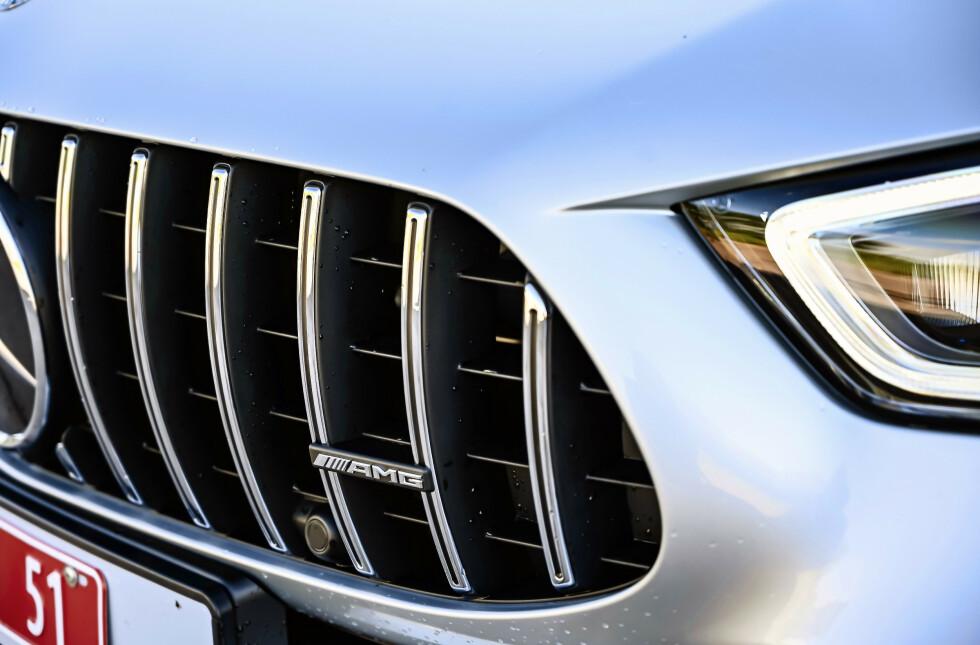 AMG:GLIS: Panamericana-grillen som ble introdusert på GT, har på kort tid blitt spredt ut til hele modellspekteret og får AMG til å skille seg markant fra øvrig program. Foto: Rune M. Nesheim