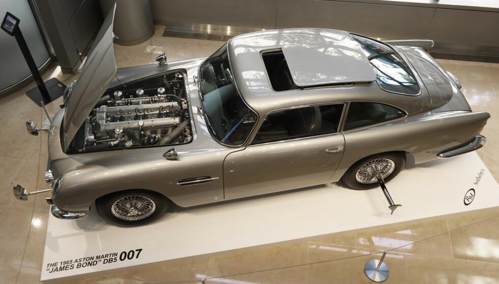 LEGENDARISK: Denne James Bond-bilen ble solgt for 57 millioner kroner. Foto: Richard Drew/AP