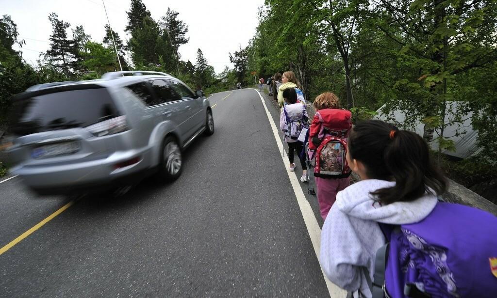 – LA BILEN STÅ: Trygg Trafikk oppfordrer foreldre til å la være å kjøre barna til skolen. Foto: Trygg Trafikk