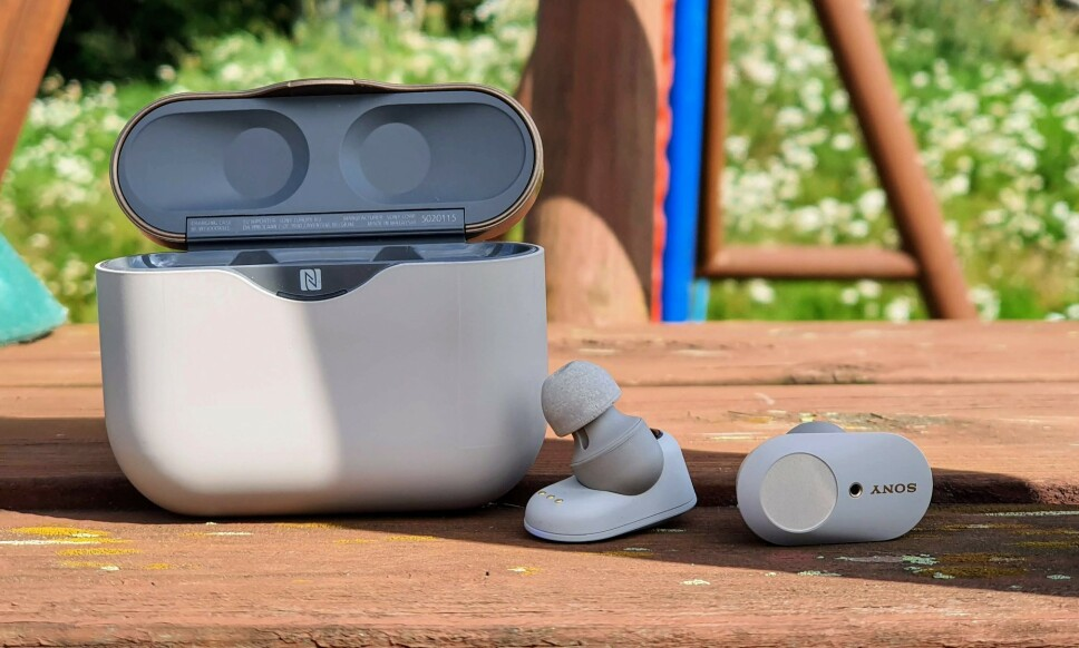 VELSPILLENDE: Sonys nye trådløse ørepropper har innebygd støyreduksjon og byr på kraftig forbedret batteritid. Foto: Pål Joakim Pollen