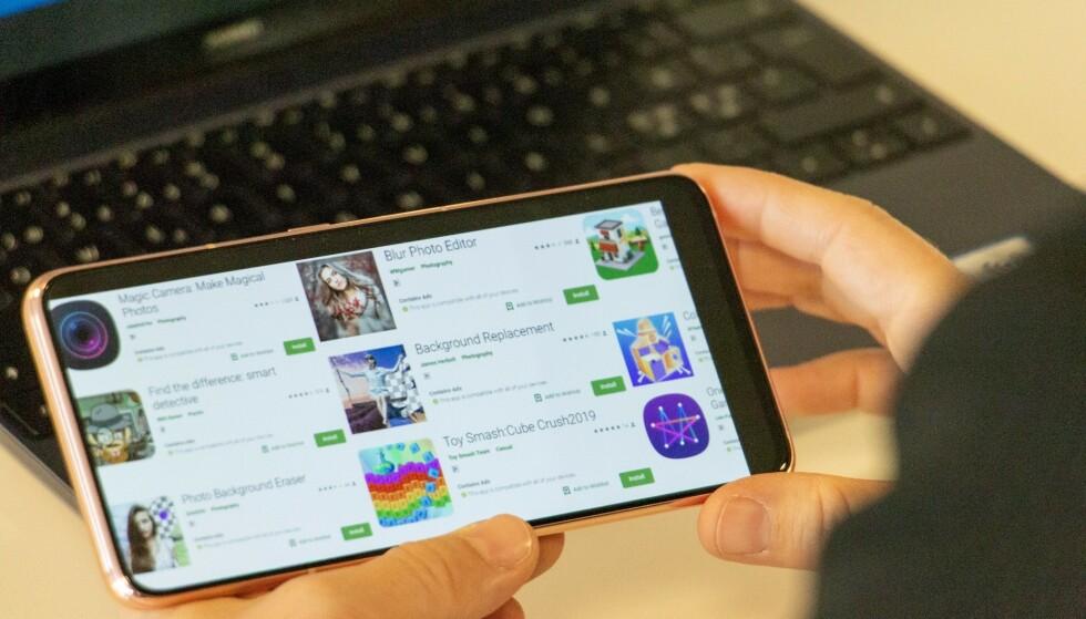 SKADELIGE APPER: Dette er noen av de nesten 100 appene som hadde inntatt Google Play Store. Foto: Martin Kynningsrud Størbu