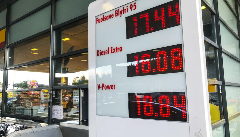 LAVERE SALG: Tall fra SSB viser at drivstoffsalget i sommer har vært lavere enn tidligere år. Foto: Lise Åserud/NTB Scanpix