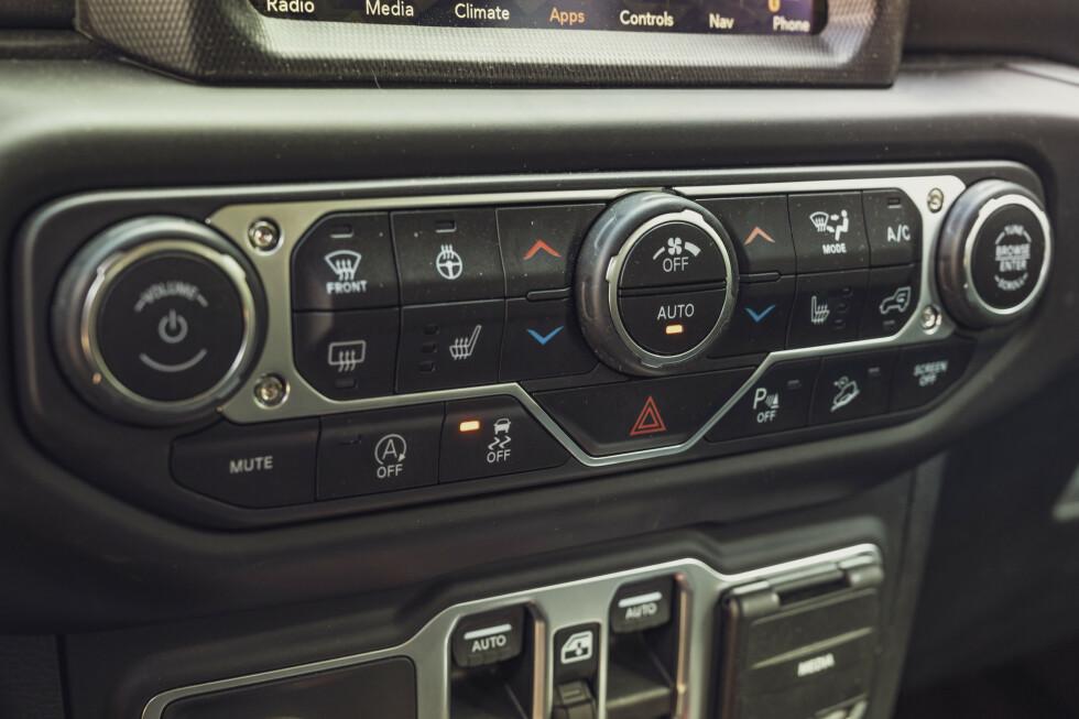 FORTSATT KNAPPER : Jeep prøver på ingen måte å tone ned knappehysteriet. Umbraco-skruer forsterker det røffe offroadinntrykket. Foto: Jamieson Pothecary