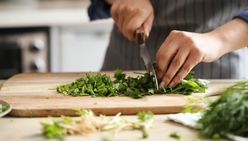 TEST AV KOKKEKNIVER: Billige kniver fra Victorinox og Ikea er best i test av kokkekniver. Foto: Shutterstock/NTB scanpix