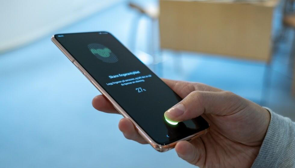 <strong>FINGERSENSOR I SKJERMEN:</strong> Galaxy A80s fingersensor er et frustrerende kapittel. Foto: Martin Kynningsrud Størbu