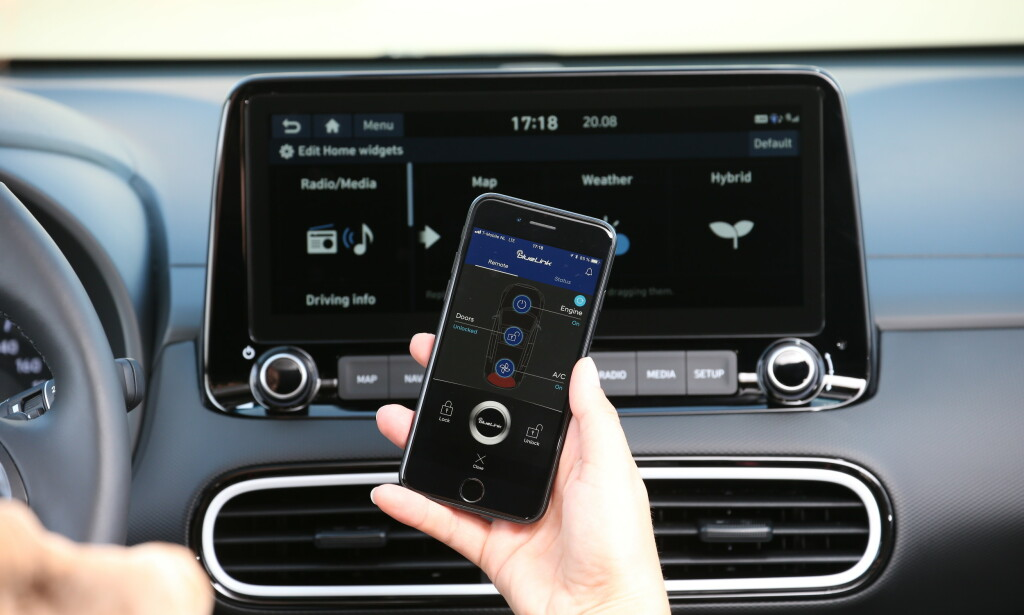 OPPKOBLET: Nå kan du koble bilen opp mot en App på smart-telefonen. Mer interessant er kanskje live trafikkvalg og sparefunksjonen mot kartsystemet. Foto: Hyundai