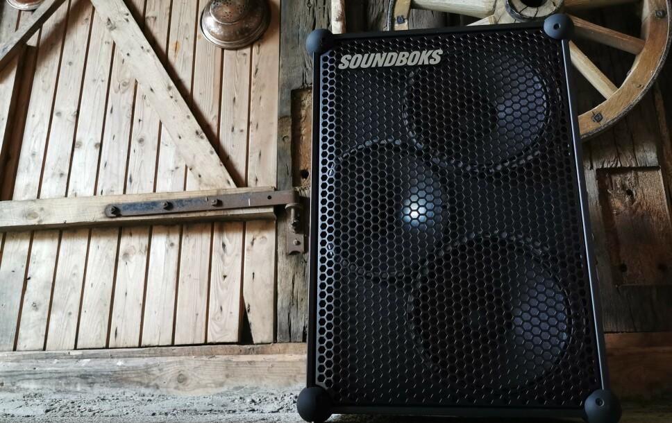 <strong>SPILLER EKSTREMT HØYT:</strong> Volumkontrollen på Soundboks går til 11, og høyttalerne kan spille hele 126 decibel. Foto: Pål Joakim Pollen