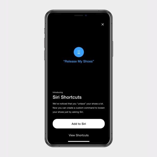 """STEMMESTYRING: I Nike Adapt-appen vil du kunne lage Siri-snarveier som """"Hei Siri, løsne skolissene mine"""". Foto: Nike"""
