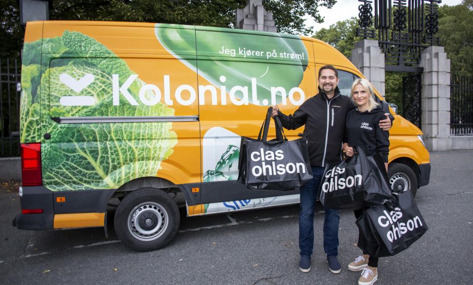 NY MATCH: Karl Munthe-Kaas og Stine Trygg-Hauger, administrerende direktører i henholdsvis Kolonial.no og Clas Ohlson, gleder seg over det nyinngåtte samarbeidet. Foto: Kolonial.no.