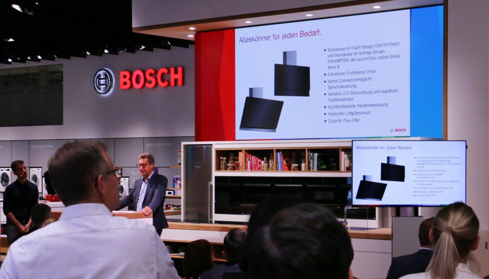 VEGGVIFTER: Her presenterer Bosch sine kjøkkenvifter som festes til veggen. Foto: Berit B. Njarga
