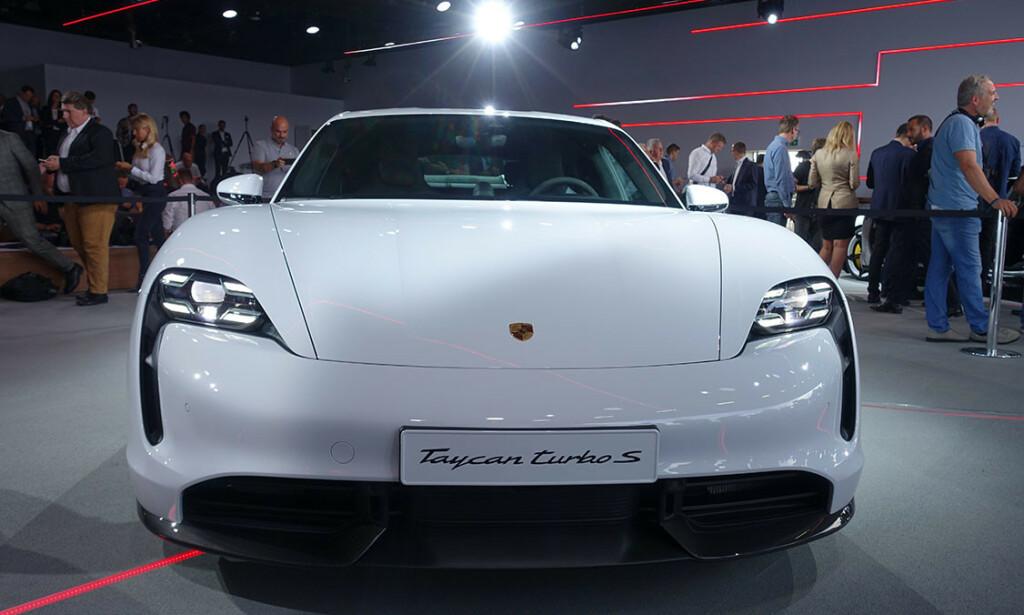 OVERRASKET: Til og med Taycan selv later til å henge litt med munnvikene for det litt kleine navnet den har fått. Foto: Porsche