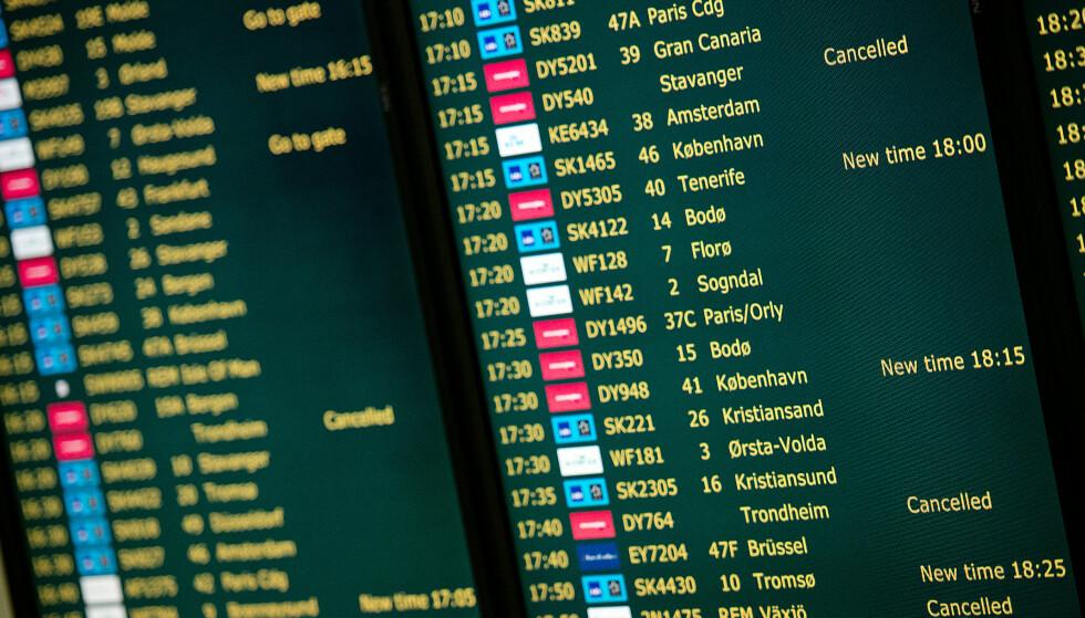 DÅRLIG INFO: Forbrukerrådet mener flyplassene og -selskapene er for dårlige til å gi passasjerene informasjon når fly er forsinket eller blir kansellert. Foto: Jon Olav Nesvold/NTB Scanpix.