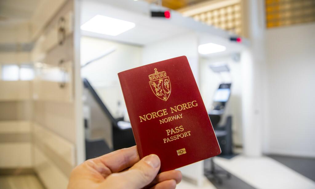 UNNGÅ PASSKØENE, BESTILL NÅ: Oslopolitiet oppfordrer alle til å sjekke passene til hele familien en gang i året - og trenger du nytt pass før neste sommer er oppfordringen klar: - Bestill nå! Foto: NTB scanpix